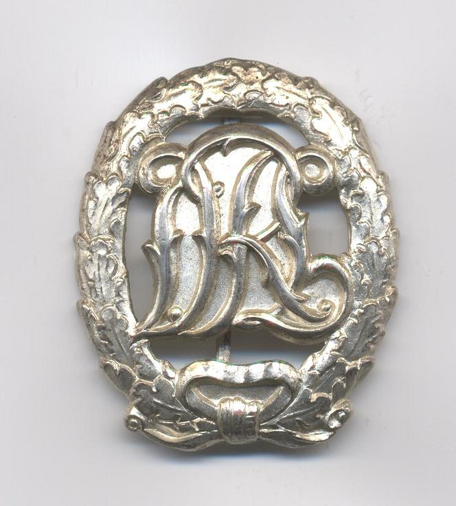 D.R.L._Sports_Badge_in_Silver___Not_Cut_Out___Pre_1937___Obverse2.JPG