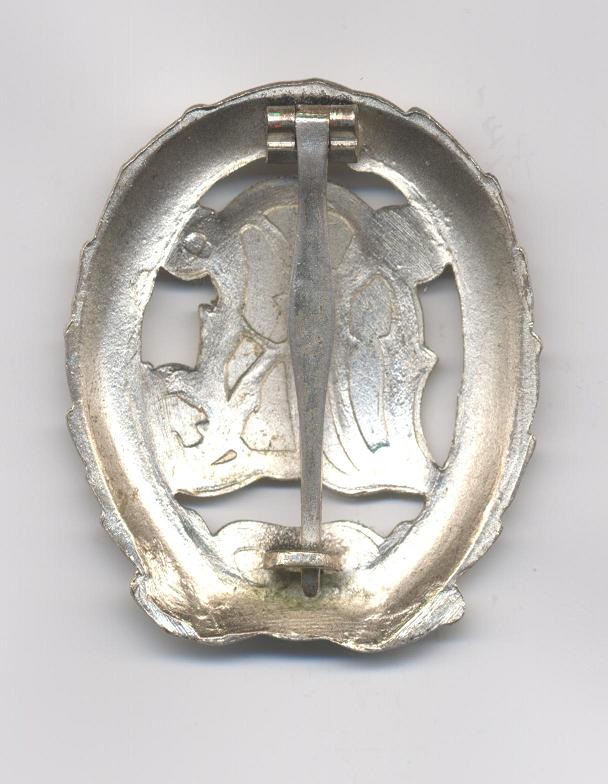D.R.L._Sports_Badge_in_Silver___Not_Cut_Out___Pre_1937___Reverse2.JPG