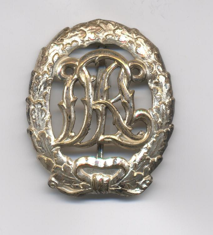 D.R.L._Sports_Badge_in_Silver___Pre_1937___Obverse.JPG