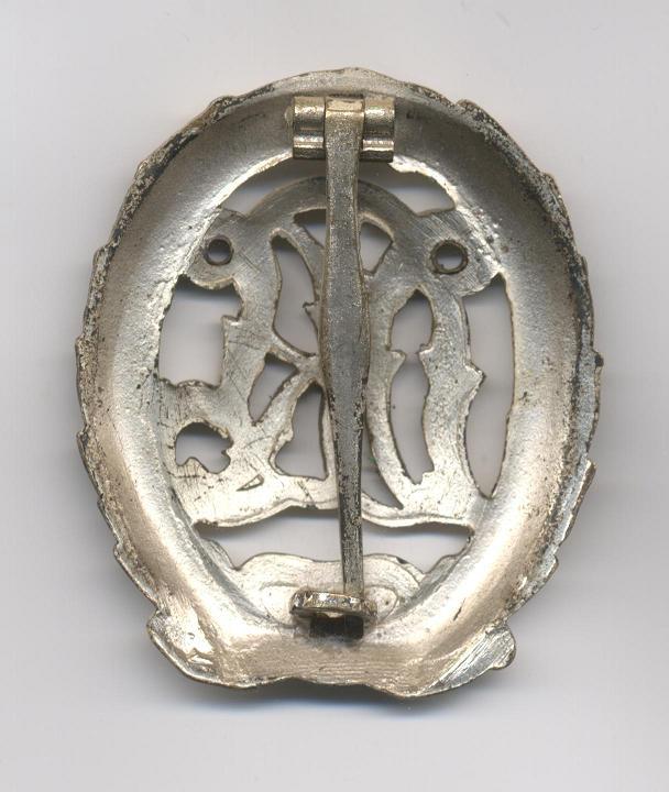 D.R.L._Sports_Badge_in_Silver___Pre_1937___Reverse.JPG