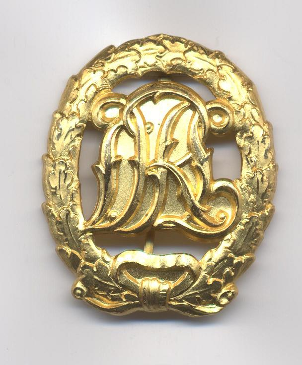 D.R.L._Sports_Badge_in_Gold___Not_Cut_Out___Pre_1937___Obverse.JPG