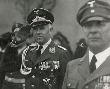 Luftwaffe_Offz___wahrsch_Maj__E____mit_wohl_HHOX_WF_Sax_Mein___Vorkrieg1.jpg