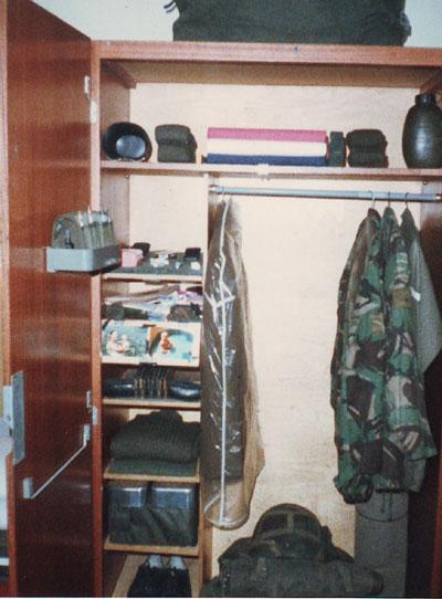 British Army Kit Layouts. - Page 2 - Great Britain: Militaria: Badges ...