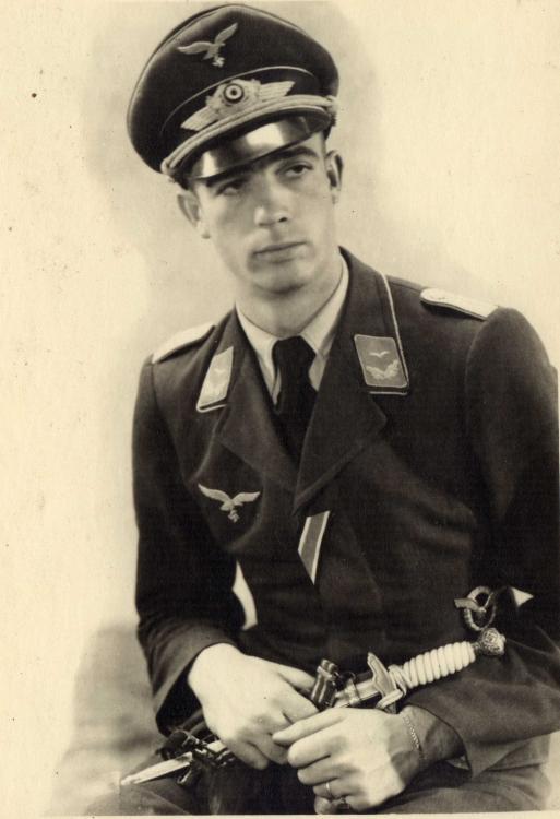 Lw - 095 - Leutnant Flugzeugführerabzeichen Offizierdolch.jpg