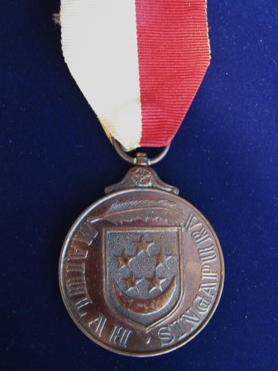MA 32 Singapore  Uniformed Svcs of Malaysia Medal (Independence) '63 .JPG