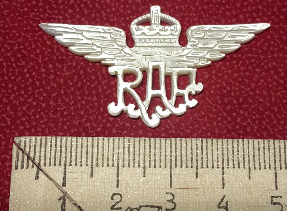 RAF nacre badge 1941.jpg