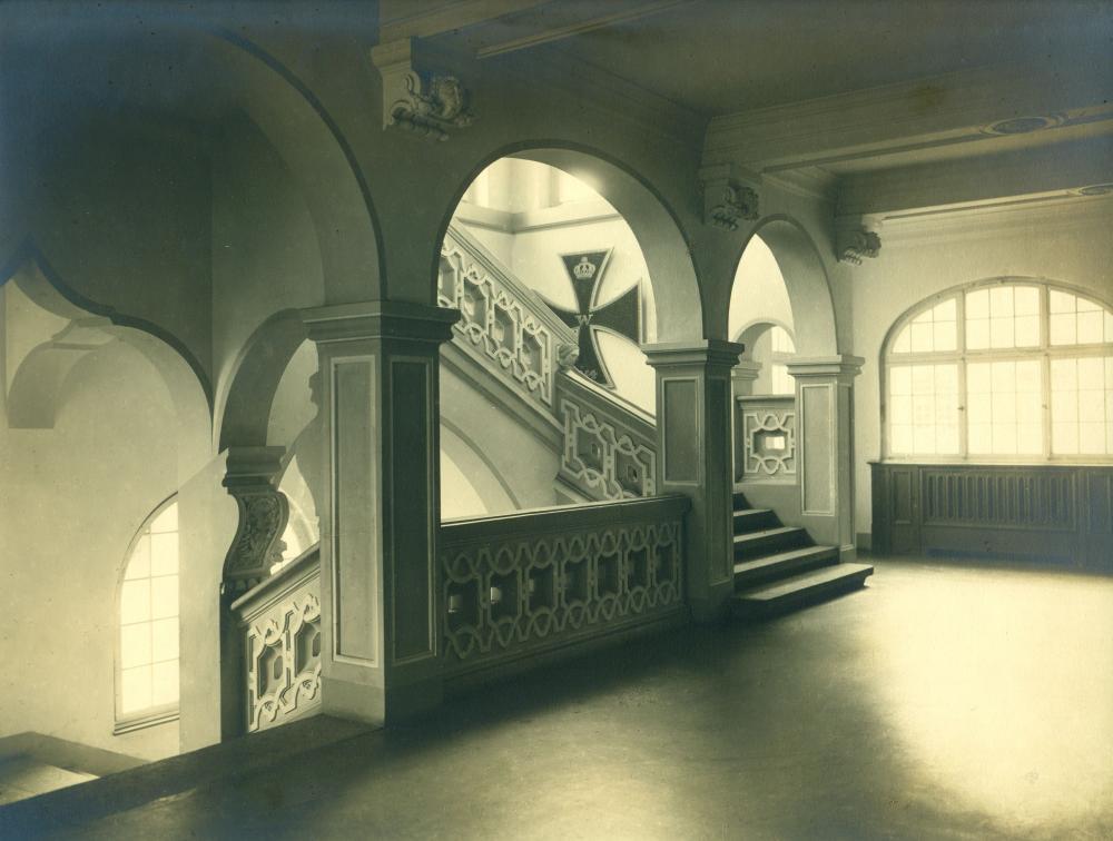rathaus-mit-nagelkreuz-nach-1915-kor.jpg