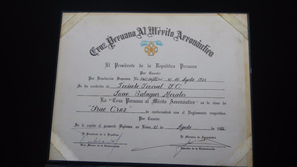 PERU DIPLOMA GRANTING THE AWARD CROSS PERUVIAN TO THE MERITO AERONAUTICO 3.jpg