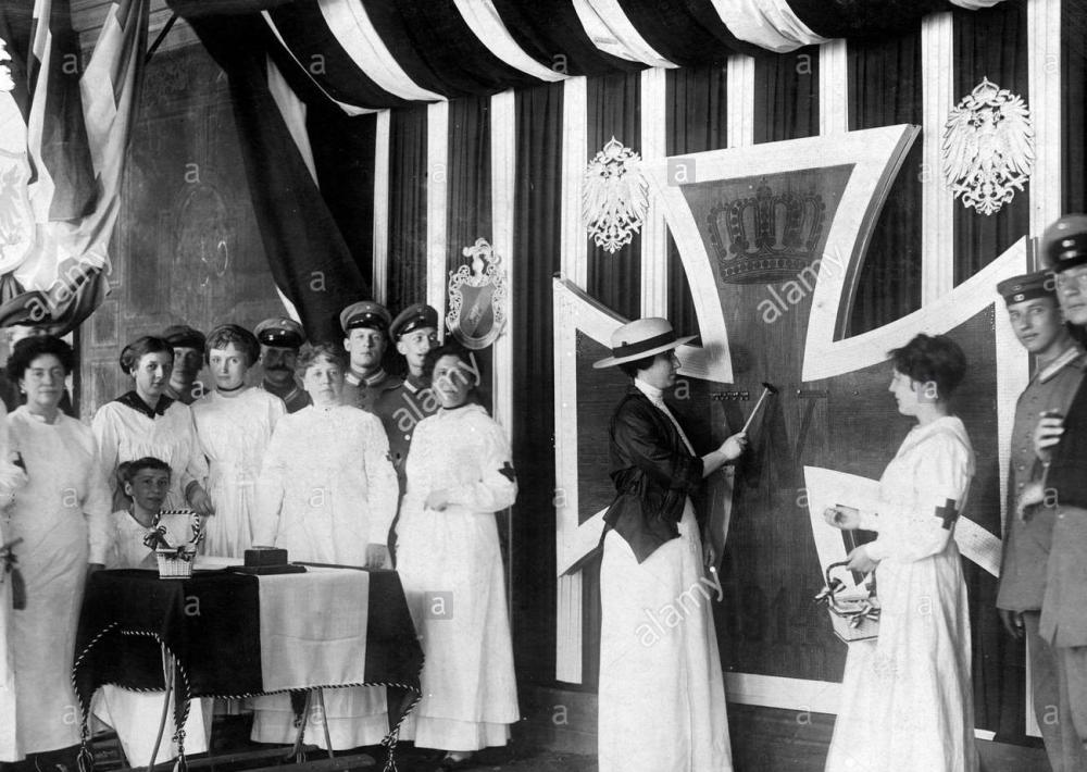 nailing-of-the-iron-cross-of-berlin-1915-DYYYMH (2).jpg
