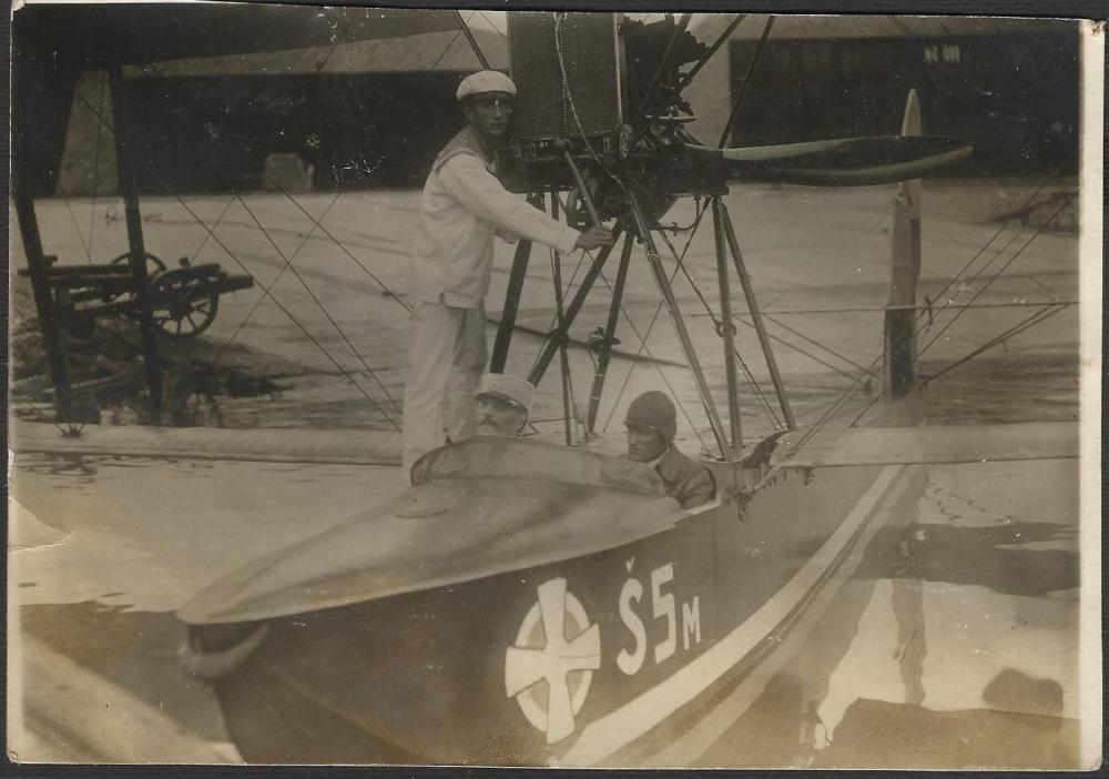 Ikarus hidroavion simika kumbor 1925.jpg