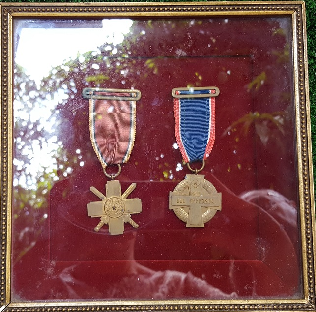 Paraguay Medal Guerra del Chaco in Frame.jpg