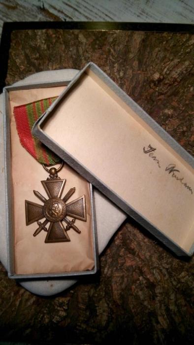 914116057_3_1000x700_medalha-militar-cruz-de-guerra-1939-coleces-antiguidades_rev005.jpg