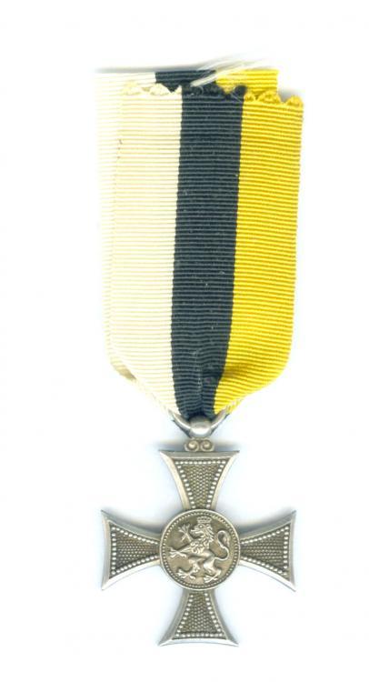 Bulgaria 10yr Military LS Medal (30GBP) R.jpg