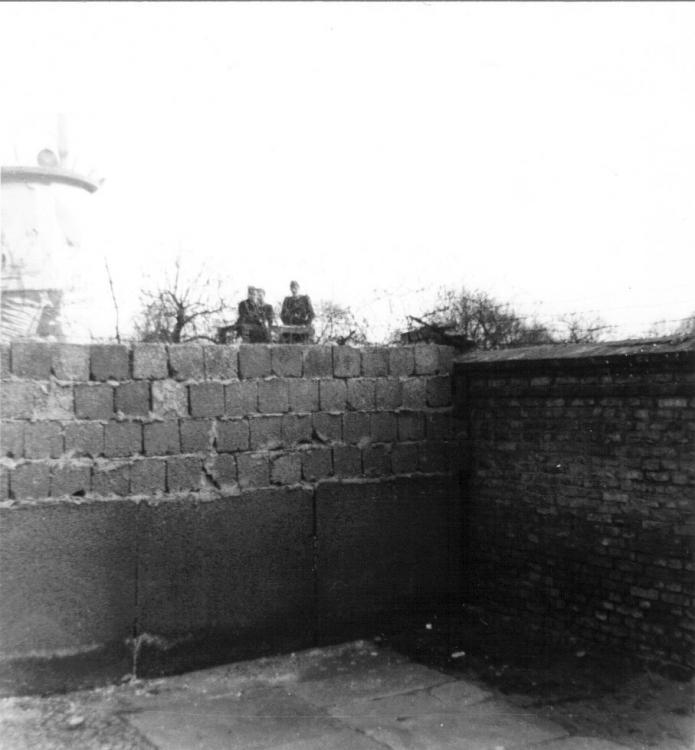 Berlin Wall - E German guards.jpg