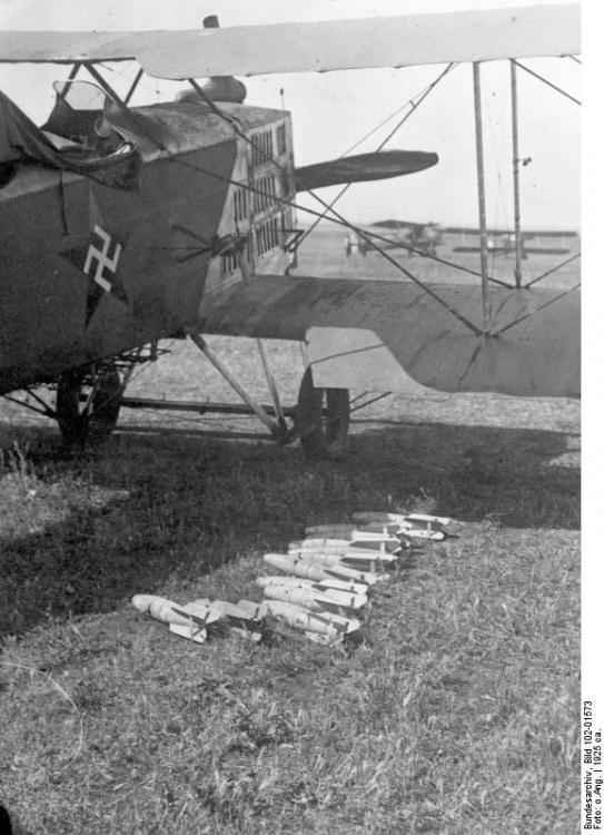 Bundesarchiv_Bild_102-01573,_Marokko,_Französisches_Bombenflugzeug.jpg