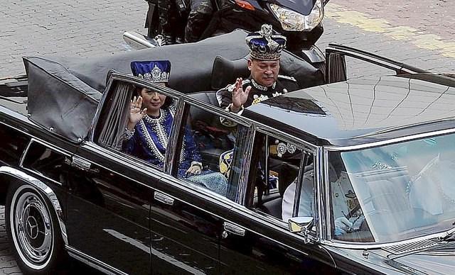 Malaysia Johor Coronation 2015 e.jpg