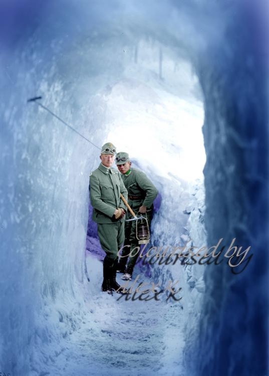 ice tunnel kuk 2 copy700.JPG
