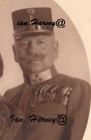 Oberst 9.jpg