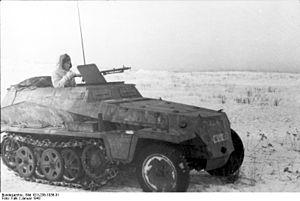 300px-Bundesarchiv_Bild_101I-236-1036-31,_Russland,_Schützenpanzer_auf_Feld.jpg