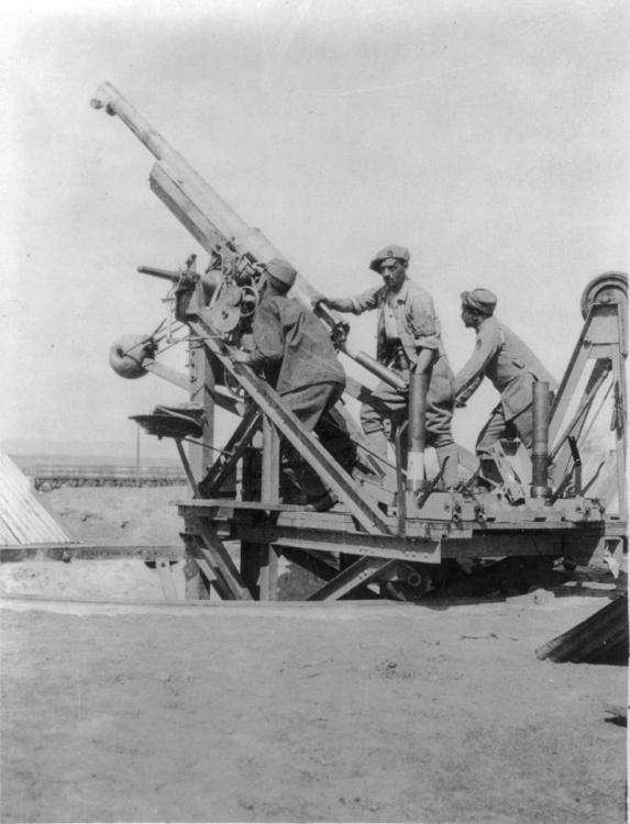 800px-French_75mm_AA_gun_Salonika_Front_WWI_LOC_LC-USZ62-48585.jpg