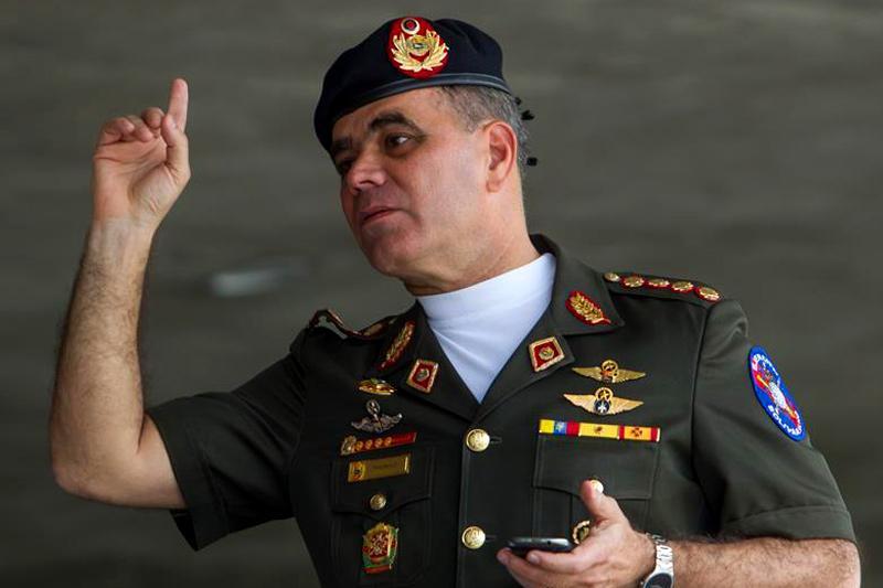 large.vladimir-padrino-lopez-ministro-para-la-defensa-con-la-mano-levantada.jpg.4eaa5553553019183f56ee4f17aeaeba.jpg