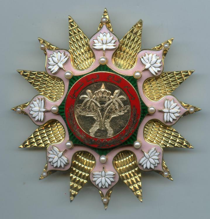 Irak Order of the Hashemite Crown breast star obverse.jpg