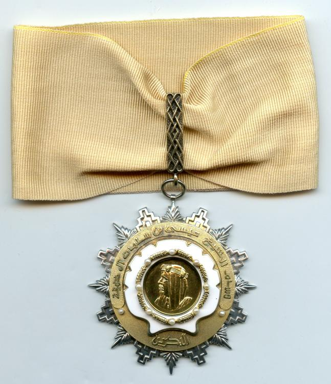 Bahrain Order Sheik Issah 2nd Class neck badge.jpg