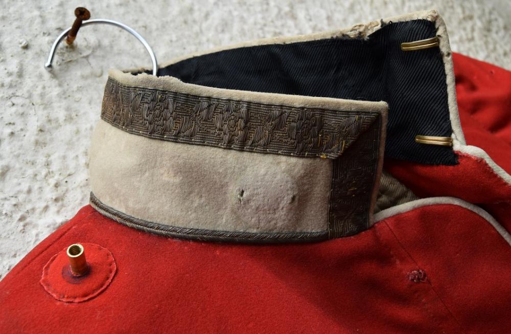 red tunic p4.jpg