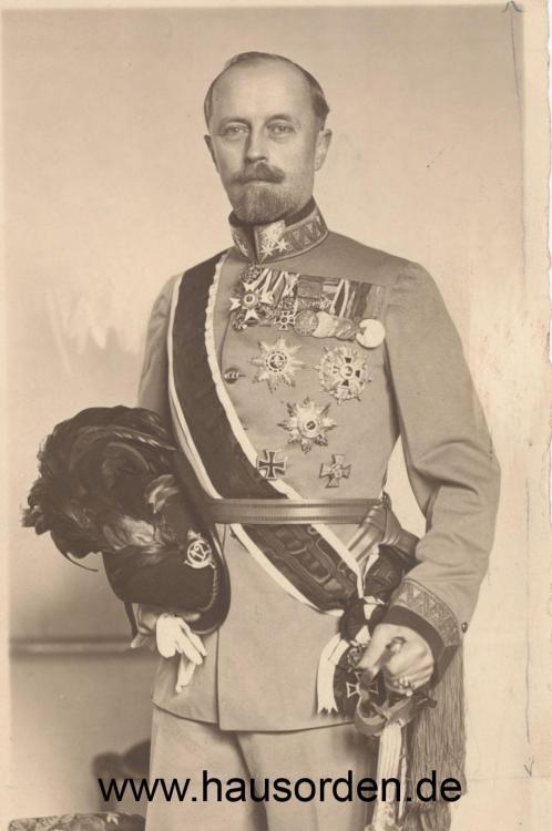 Lippe-Leopold Portrait in Kuk 12te Feldjäger Uniform-web  Kopie.jpg