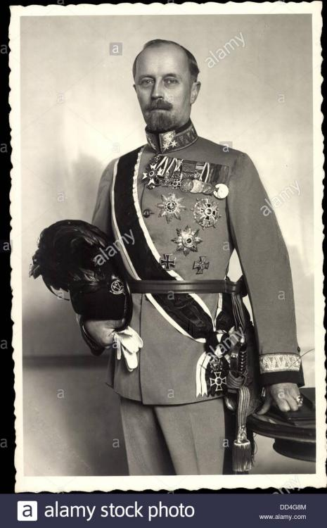 foto-ak-leopold-iv-julius-bernhard-adalbert-georg-zur-lippe-uniform-DD4G8M.jpg