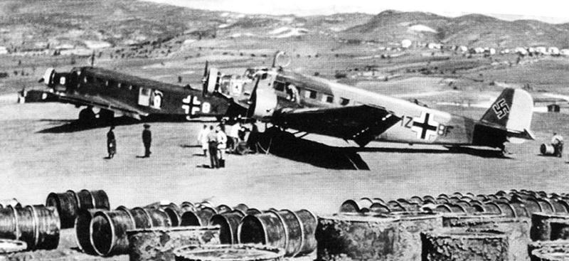 ju52-6-Junkers-Stab-IV_KGrzbV1-Greece-May-1941_grey.jpg.33d94961c87fe747ea8000f40f4cb3d8.jpg