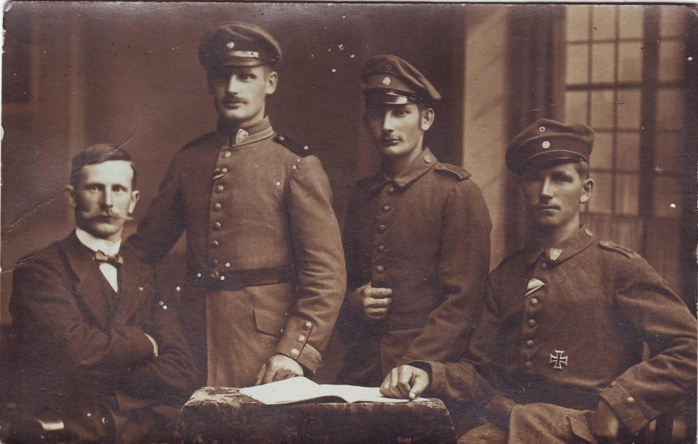 b.11.Inf.Div. (Verbandsabzeichen, Gruppe, Zivilist).JPG