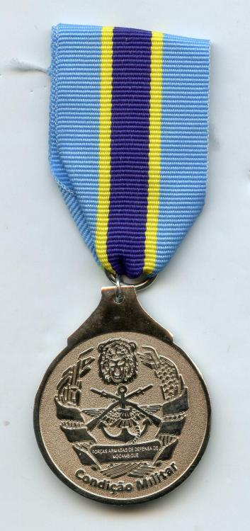 Mozambique Medal Condiçao Militar with INCORRECT UN ribbon obverse.jpg