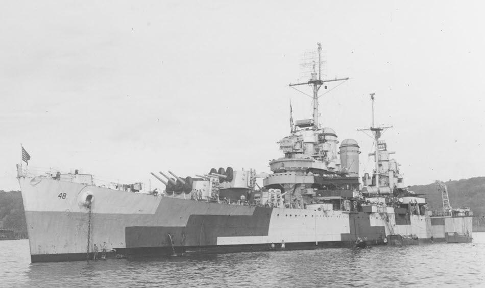 USS_Honolulu_CL-48_1944.jpg