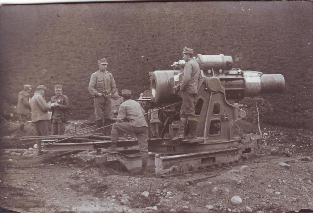 K.u.K. Skoda 305mm Haubitze in Bereitstellung.JPG