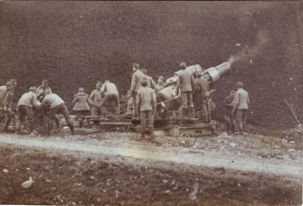 K.u.K. Skoda 305mm Haubitze nach dem Feuern.JPG