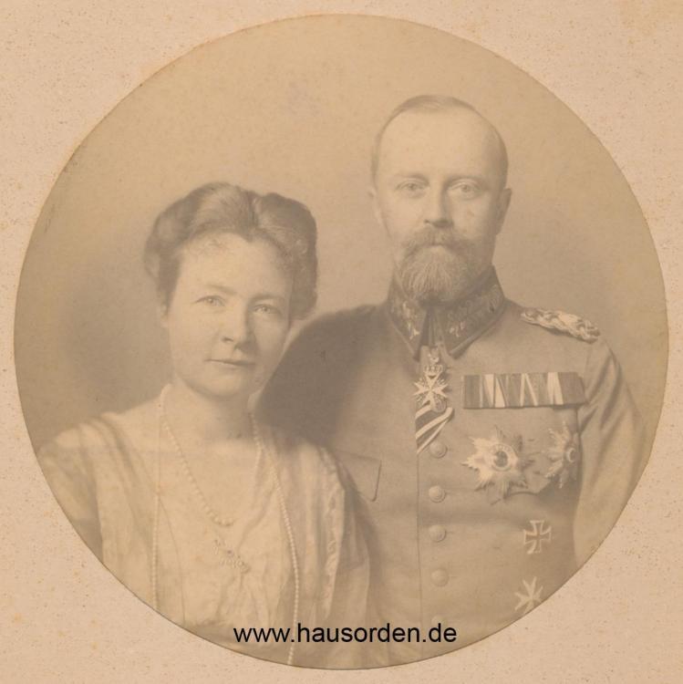 Lippe-Fürst Leopold mit Bertha _Feldschnalle web.jpg