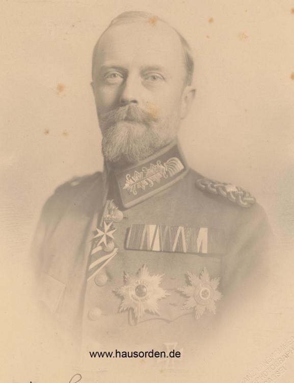Lippe-Leopold Halb-Portrait Feldschnalle 1916.jpg