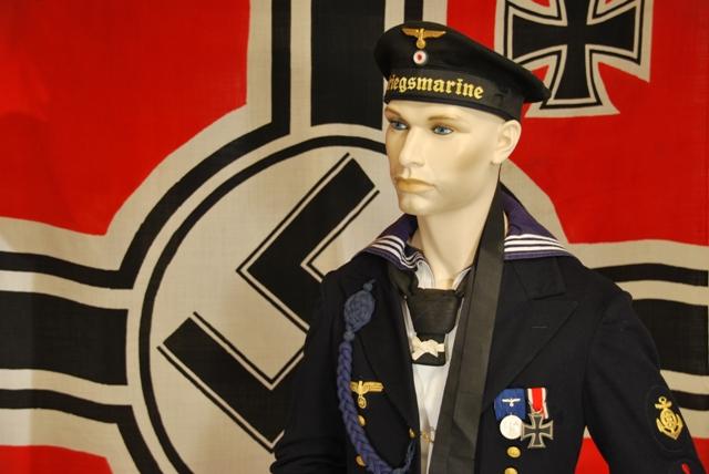 Kriegsmarine Maschinenmaat in Parade Uniform - Desktop Screensaver.