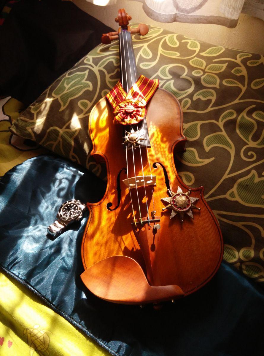 The Violin Wear The Order of Mahaputra