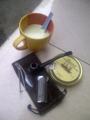 Green tea latte with Dunhill Elizabethan Mixture in the morning, a pleasant combination.