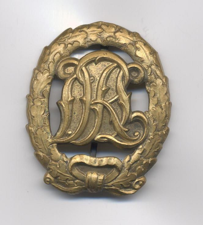 D.R.L._Sports_Badge_in_Bronze___Pre_1937___Obverse.JPG