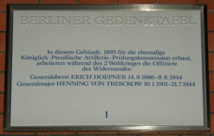 800px_Berlin_GTafel_Offiziere.jpg