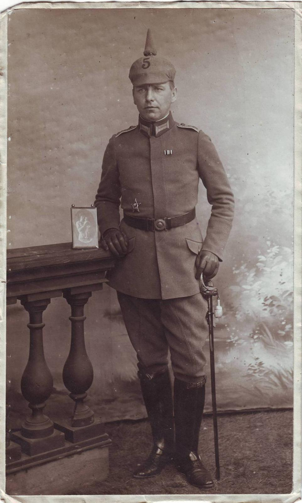 Gren.Rgt. 5 (Leutnant, Eiserner Halbmond).JPG