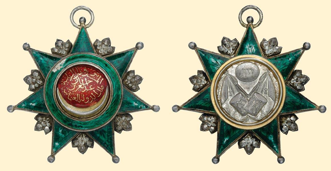osmani 1350 Knight's Breast Badge (5th Class), silver, both sides partially enamelled. Averse medallion with gold onlay..jpg
