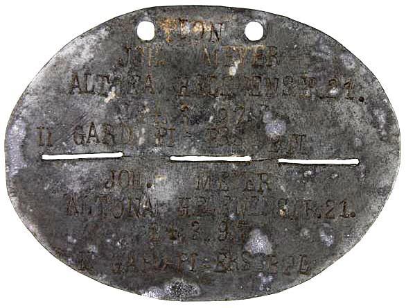 Flammenwerfer 3 - Pionier Joh. Meyer, b. 24.3.97, Hamburg-Altona.  Nr. 551, 3. Kompanie, II Garde Pionier Ersatz Battailon.JPG