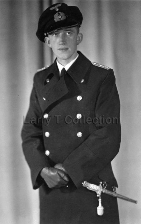 Oberleutnant zur See.jpg