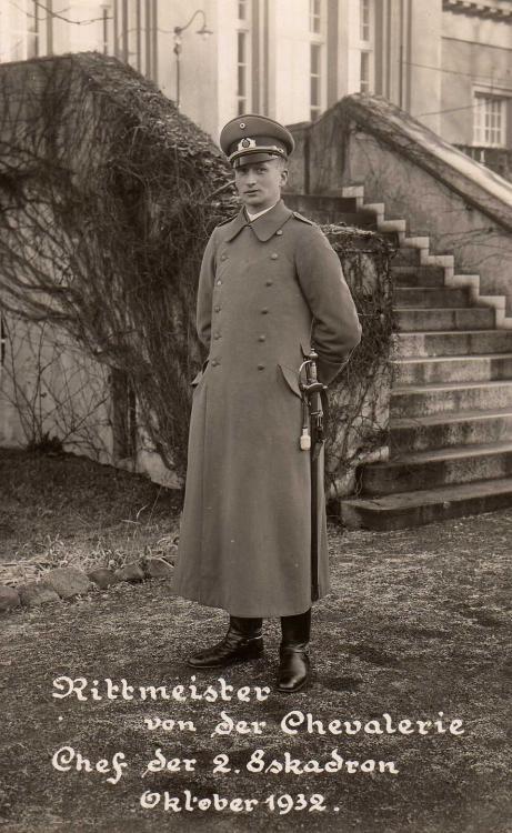 RW - 027 - Rittmeister von der Chevalerie, Chef der 2. Eskadron, 17. Reiter-Regt. (Okt. 1932).jpg