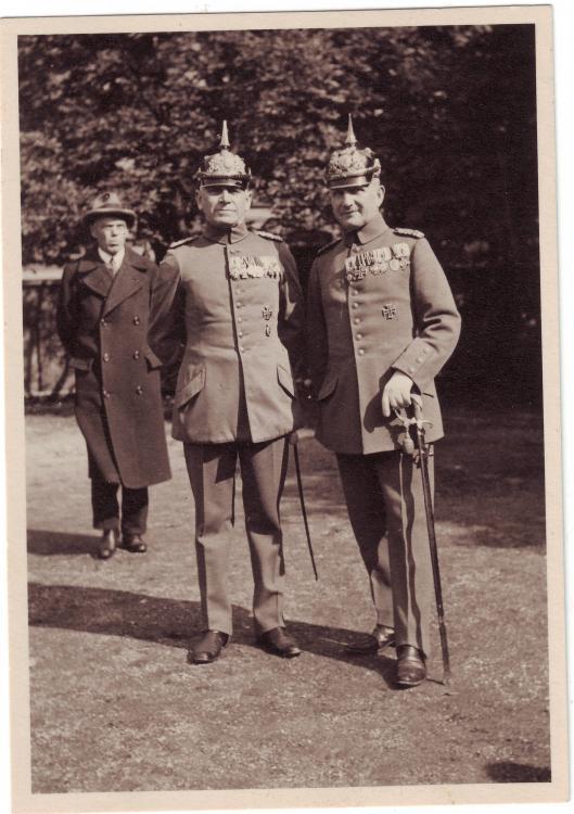 unbekannt (zwei bayer. Offiziere, Orden).JPG