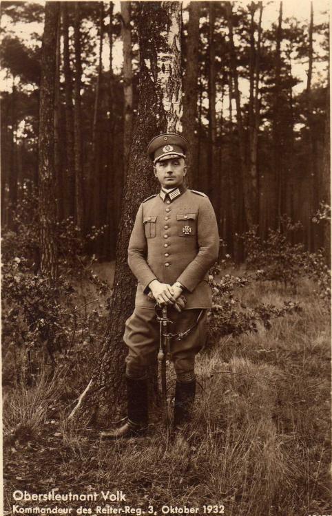 RW - 026 - Oberstleutnant Erich Volk (z.Zt. Kdr.d.Kav.Schule u. Insp.W.E.I. -  Gen.Lt.) (Heilbronn Wurzburg 1934).jpg